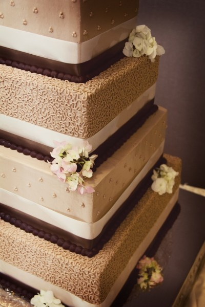 love the colors! Photo by Cindy. #WeddingCakesMinneapolis ...