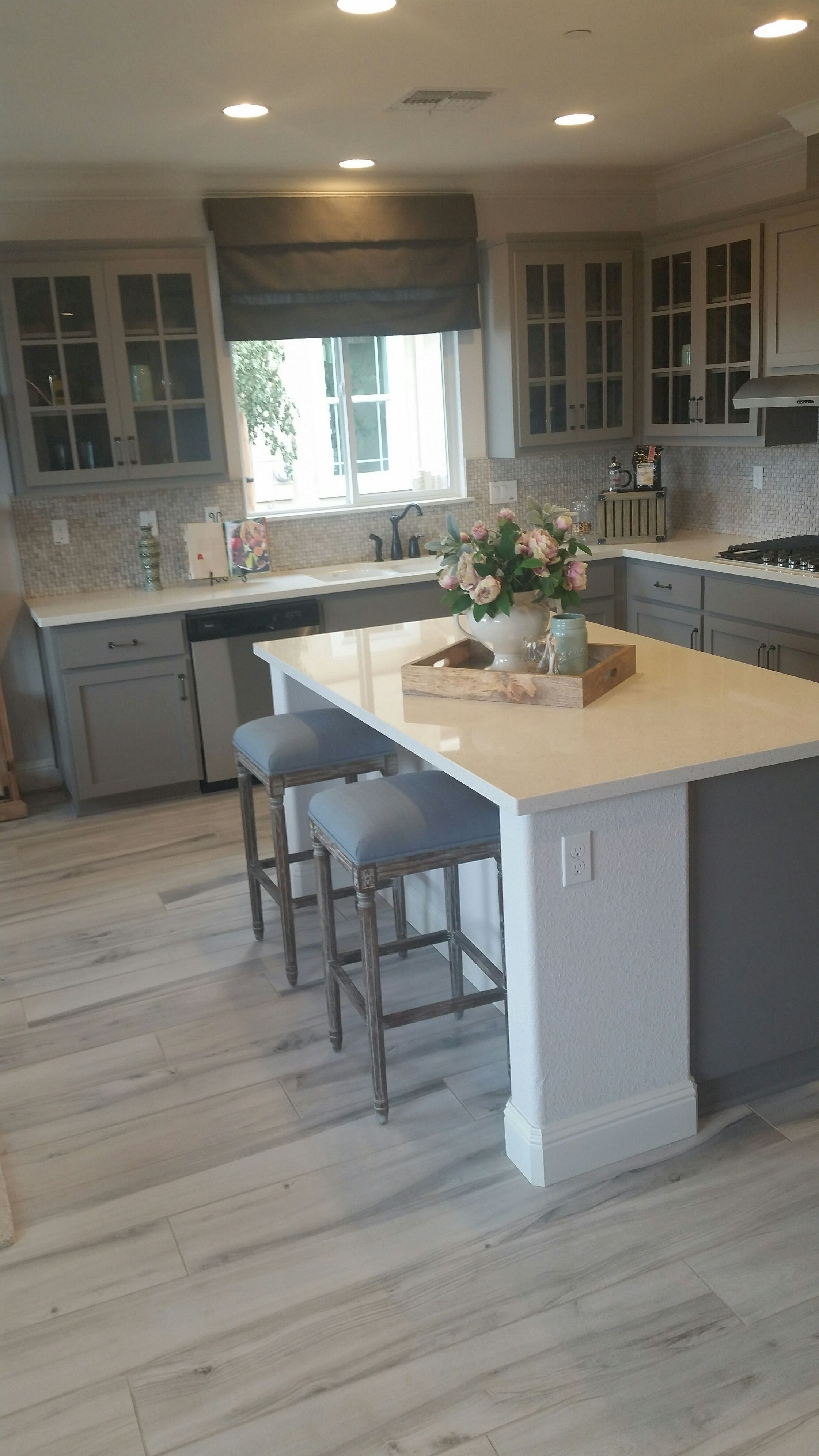 hardwood floor in kitchen Toklo by Swiss Krono Laminate My Floor Villa 12 mm Collection Home remodeling Grey and Hardwood floors