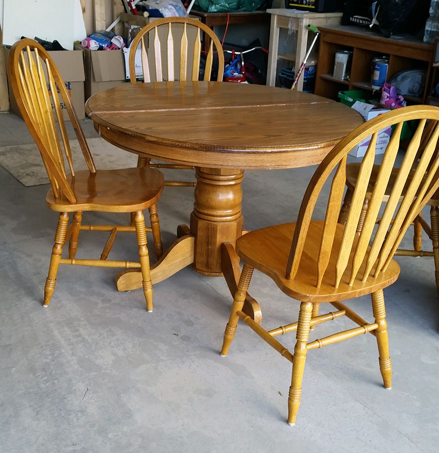 redo kitchen table 50 kijiji table makeover Before I painted this with Melamine paint and can