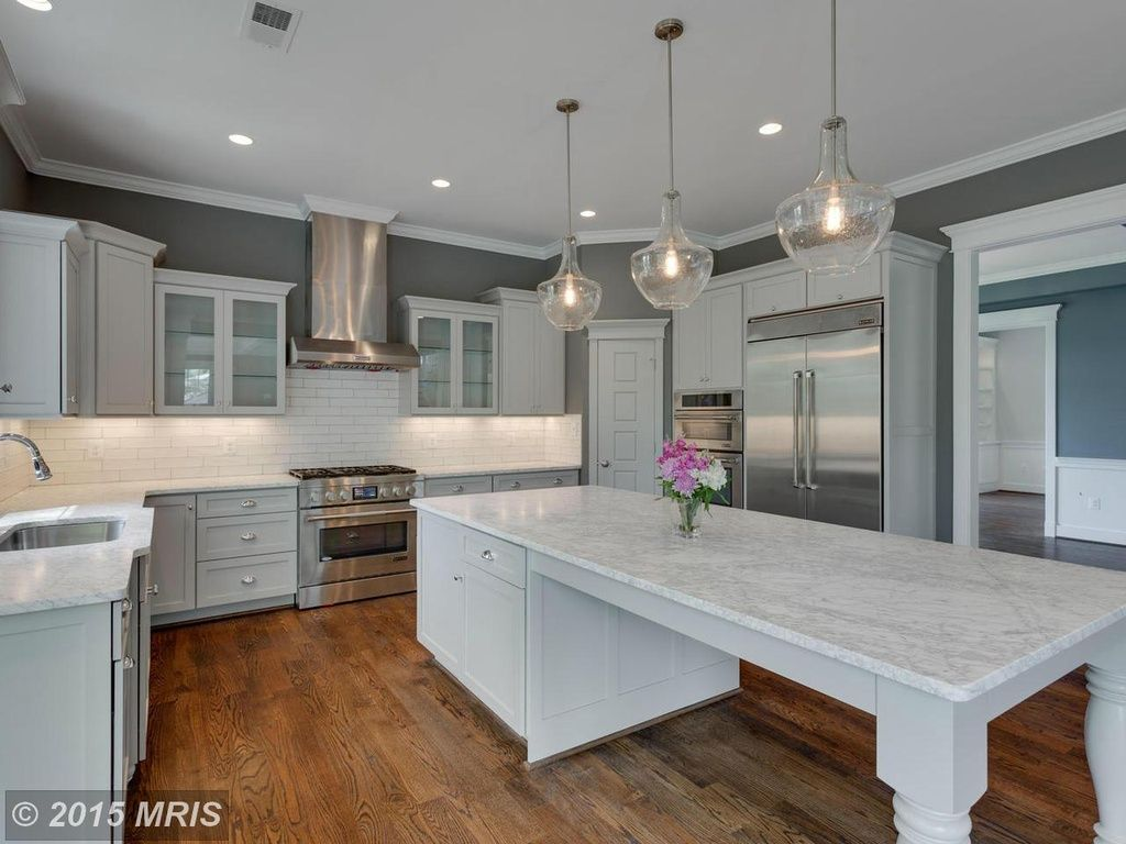 kitchen island table Traditional kitchen with large island table kitchen kitchendesigns homechanneltv com