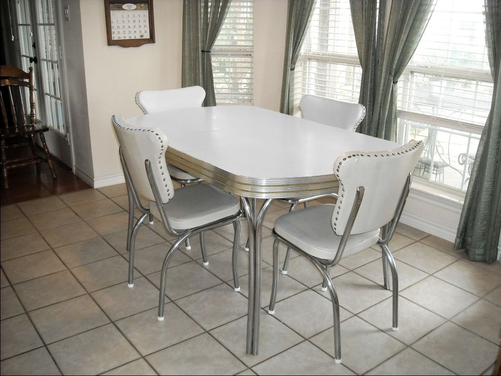 gray kitchen table vintage metal kitchen tables and chairs Restoring s Kitchen Tables And Chairs One of these in the barn too But not this color LOL It s a