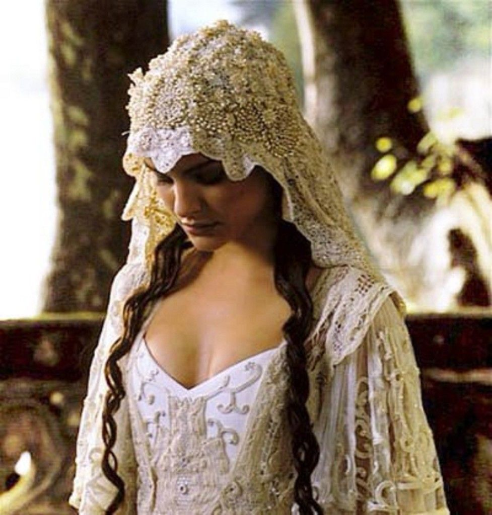 country themed wedding dresses Medieval and Renaissance Wedding Dresses Vintage Inspired Weddings