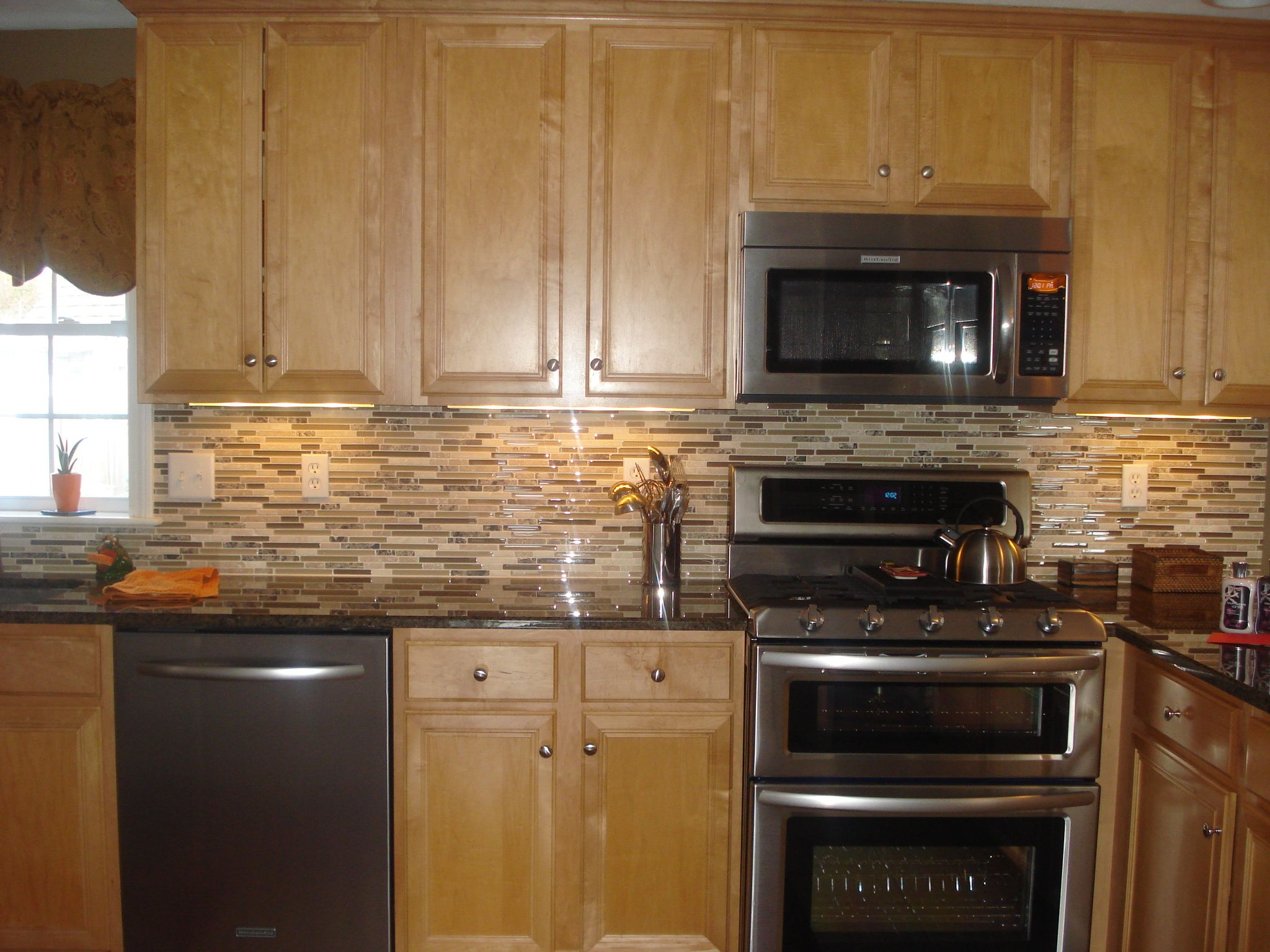 kitchen ideas stone backsplash kitchen Dark counter tops light cabinets