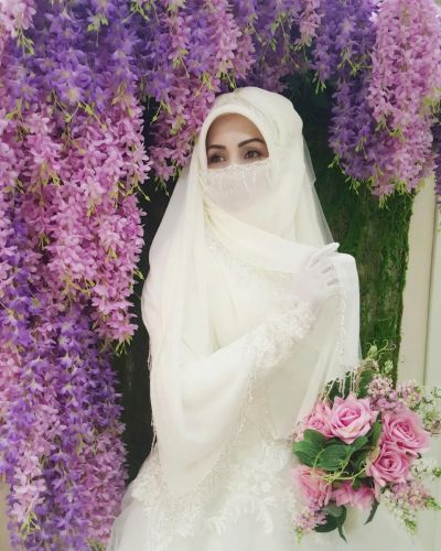 A woman wearing a beautiful niqab on her wedding day ...
