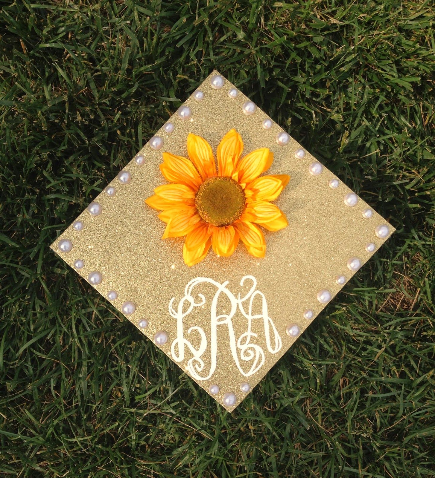 Astonishing Paint How To Decorate A Graduation Cap Graduation Cap Graduation Cap Graduation How To Decorate A Graduation Cap College ideas How To Decorate A Graduation Cap