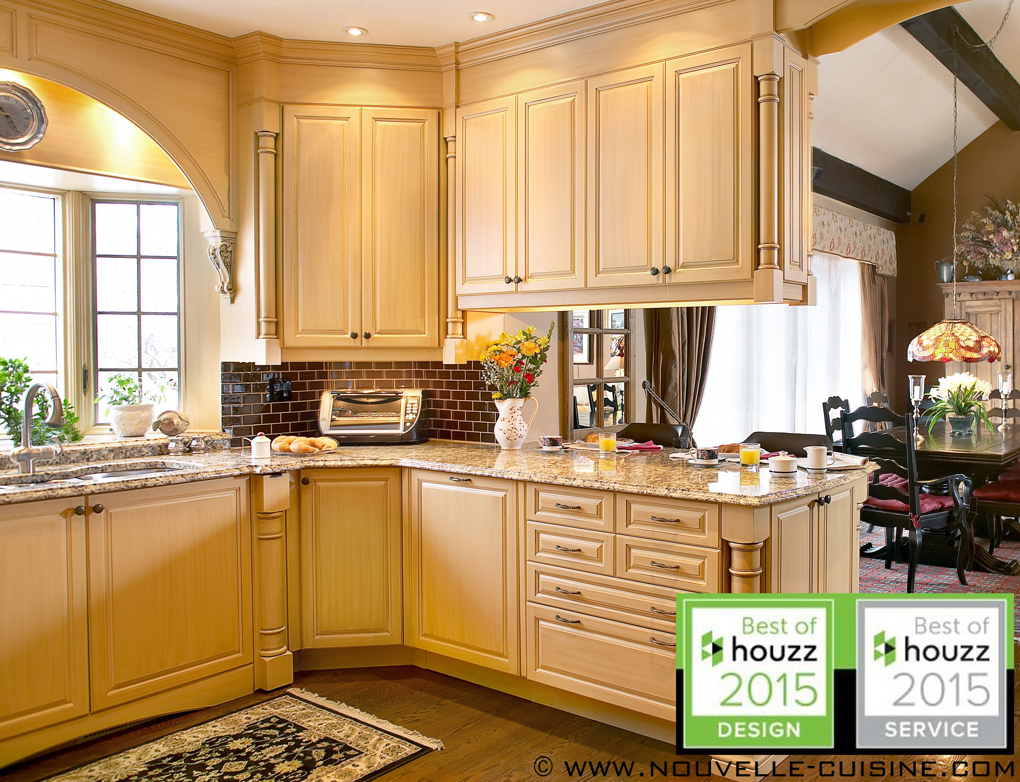 cuisine 2 solid wood kitchen cabinets Kitchen cabinets in solid wood and granit countertops Armoires de cuisine en bois massif