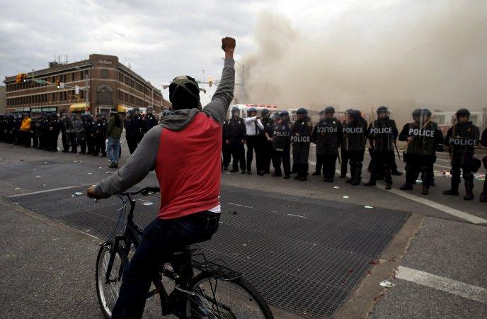 http://i2.wp.com/s.newsweek.com/sites/www.newsweek.com/files/styles/full/public/2015/04/27/2015-04-28t005951z1lynxmpeb3r00irtroptp4usa-police-baltimore.JPG?resize=688%2C450