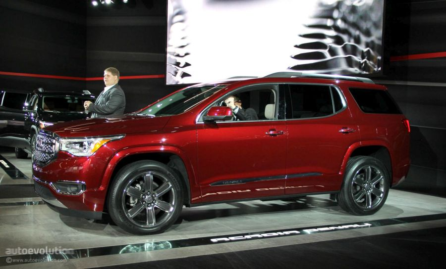 2017 GMC Acadia Uses Detroit for Downsizing  Denali and All Terrain     2017 GMC Acadia 2017 GMC Acadia Denali