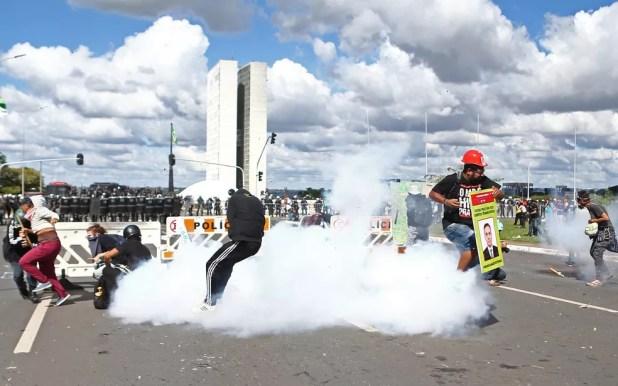 Manifestantes protestam contra Temer na Esplanada dos Ministérios (Foto: Wilton Junior/Estadão Conteúdo)