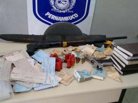 Armas e munição foram apreeendidas com o vereador (Foto: Ascom Polícia Civil de Pernambuco)
