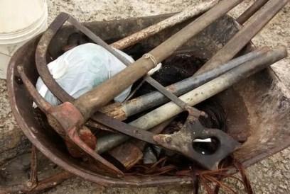 Ferramentos eram utilizadas para abater animais em área de preservação ambiental em Camaragibe (Foto: Divulgação/Prefeitura de Camaragibe)
