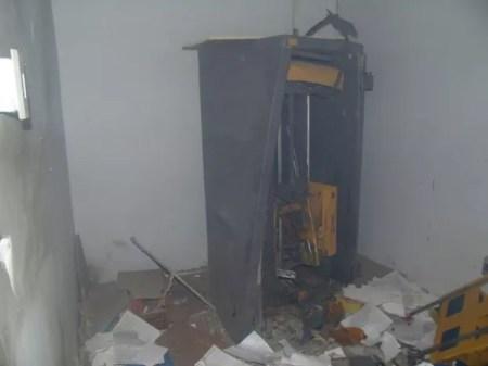 Grupo furtou cofre após arrombar e explodir agência em Jataúba (Foto: Divulgação/Polícia Militar)