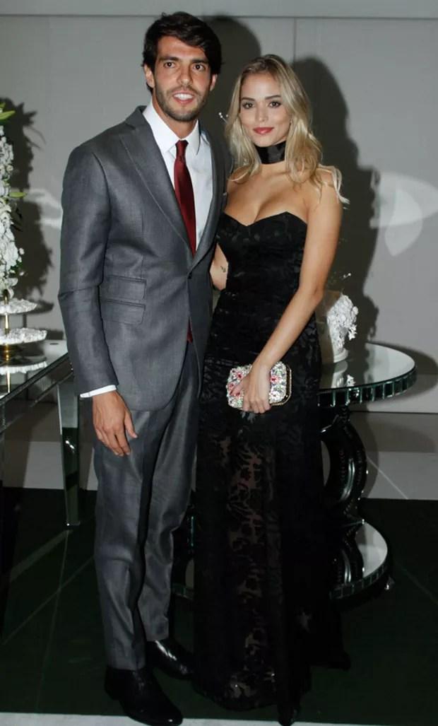 Kaká e Carol Dias em primeira aparição oficial, no casamento de Lucas Moura (Foto: Marcos Ribas e Amauri Nehn/Brazil News)