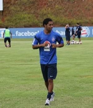 Ávine - Bahia (Foto: Divulgação / Esporte Clube Bahia)  Diretor tricolor nega salários atrasados e detalha valores devidos a Ávine avine treino