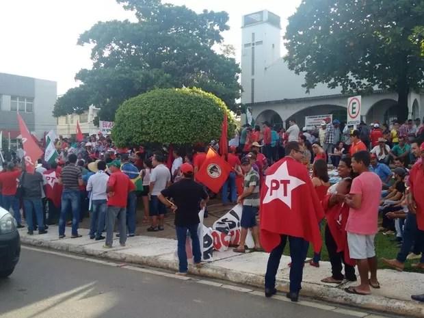 Protesto a favor do governo reuniu cerca de 1000 pessoas, segundo a organização, em Ji-Paraná, RO (Foto: Pâmela Fernandes/G1)
