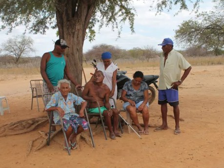 Família de Pedro da Conceição não recebe água do estado desde julho. (Foto: Taisa Alencar / G1)