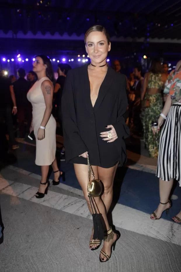 Claudia Leitte (Foto: Isac Luz / EGO)  Claudia Leitte abusa do decote com vestido curtinho em desfile de moda 67  mg 5096