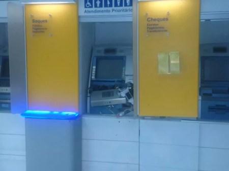 Caixa eletrônico foi danificado em banco de Itapetim (Foto: Divulgação/Polícia Militar)