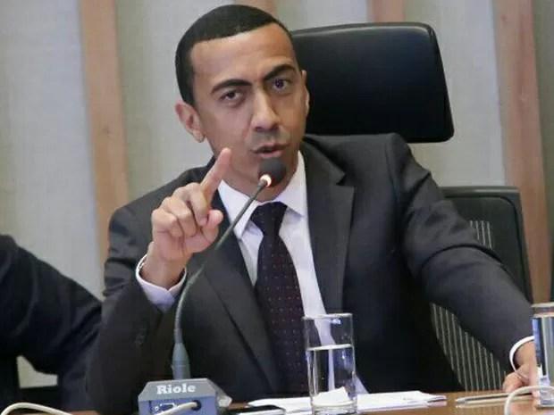 O vice-governador do Distrito Federal, Renato Santana, durante depimento à CPI da Saúde nesta quinta-feira (21) (Foto: Rogaciano José/CLDF/Divulgação)