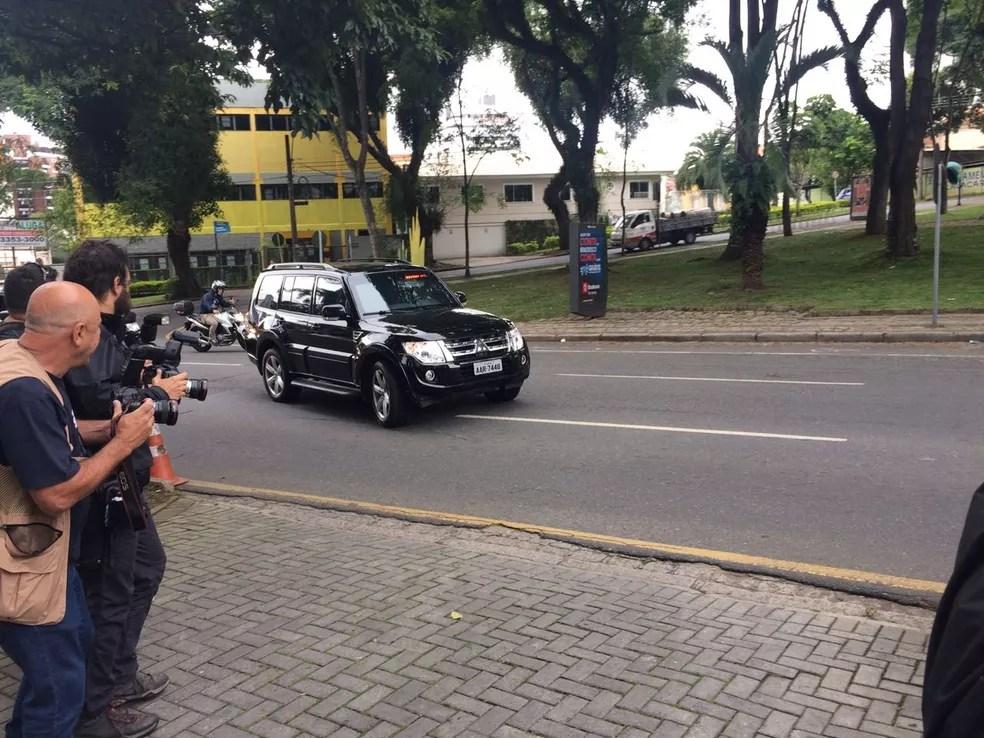 Marcelo Odebrecht chegou à Justiça Federal para colocar tornozeleira eletrônica (Foto: Thais Kaniak/G1)