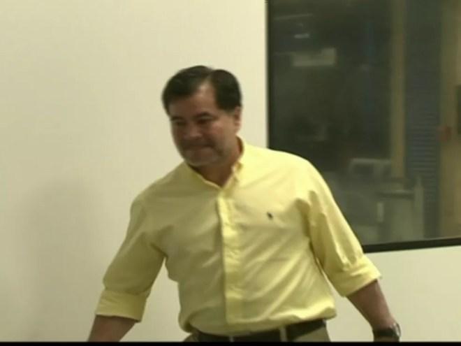 Piloto do avião é o ex-senador Roger Pinto Molina (Foto: Reprodução Globo News)