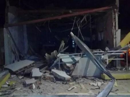 Agência ficou completamente destruída após a ação dos bandidos (Foto: Divulgação / Polícia Militar)
