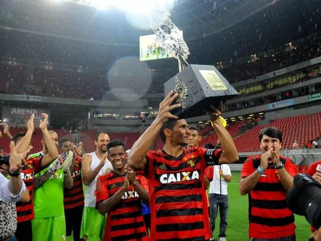 sport x nacional-uru (Foto: Aldo Carneiro / Pernambuco Press)