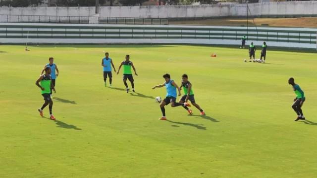 Goiás - treino (Foto: Fernando Vasconcelos / Globoesporte.com)