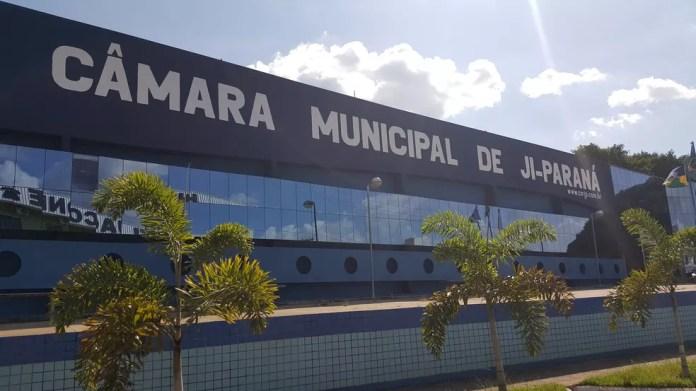 Câmara Municipal de Ji-Paraná só se pronunciará depois que o vereador se entregar (Foto: Marco Bernardi/G1)