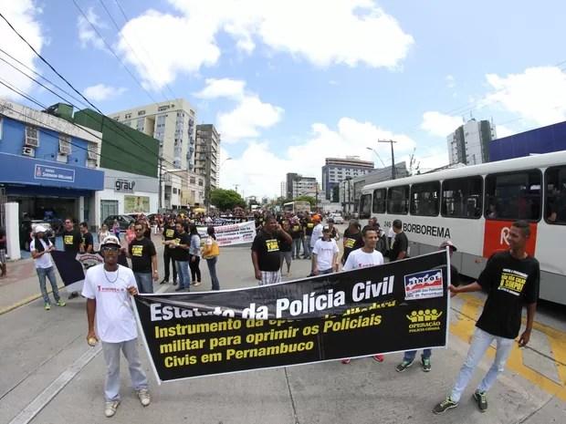 Protesto do Sinpol no Centro do Recife (Foto: Aldo Carneiro/ Pernambuco Press)