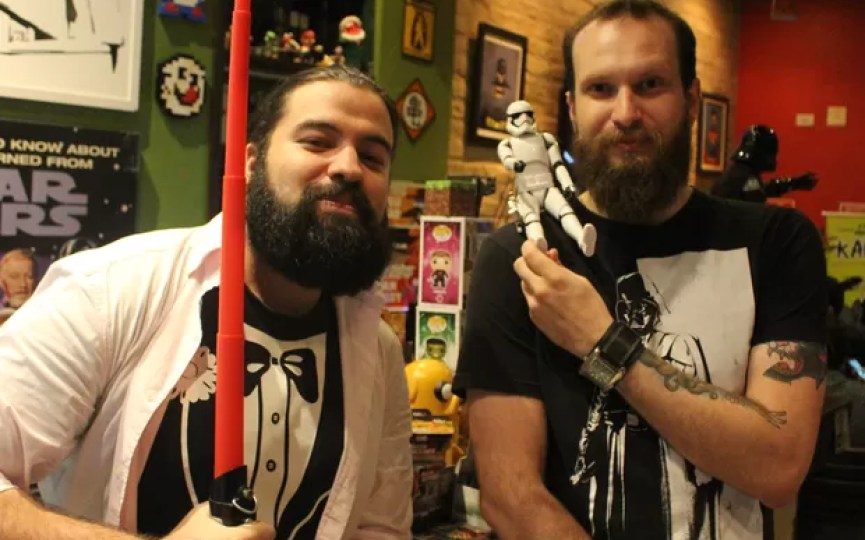 Proprietários de bar nerd também estão ansiosos com novo filme (Foto: LG Rodrigues / G1)