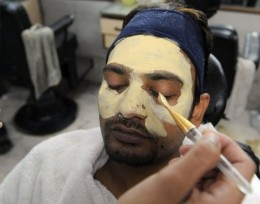 Indian man is sitting tight to bleach his entire face. With an extra 10 minutes to spare, why not stop in for a sec and bleach your face.