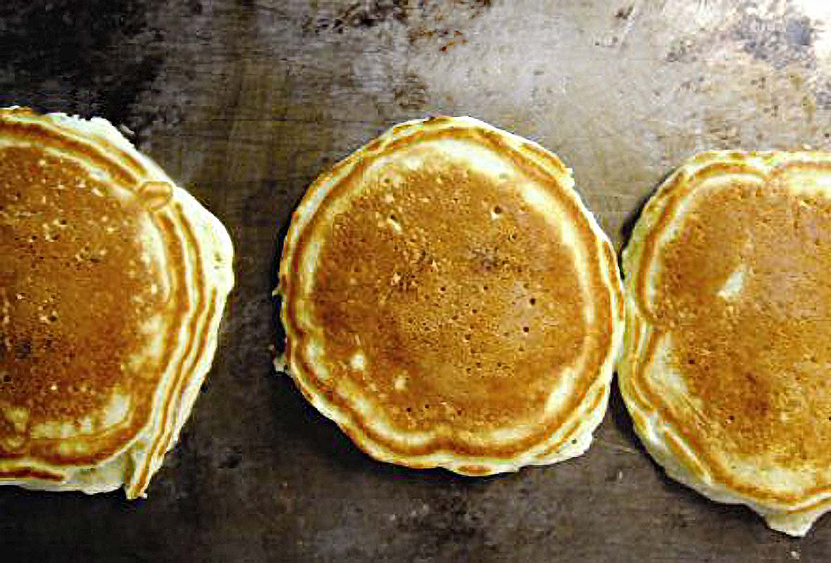 Engaging Bisquick Pancakes Griddle Temperature Fluffy Pancakes Recipe Culinaria Griddle Temperature Three Light Pancakes Presto Fluffy Pancakes On A Griddle Light nice food Griddle Temp For Pancakes