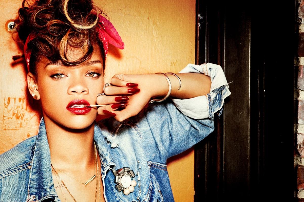 ClioMakeUp-unghie-lunghe-trend-mani-Rihanna