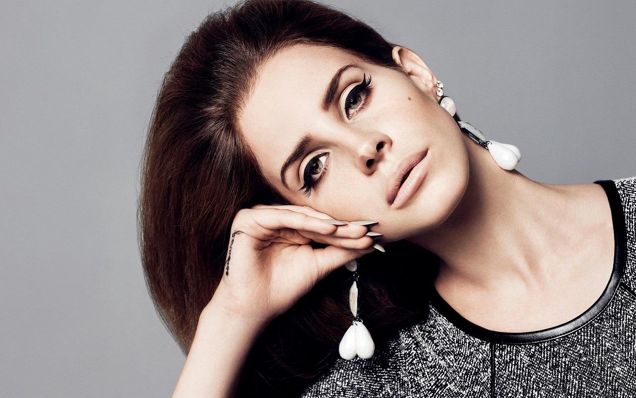 ClioMakeUp-unghie-lunghe-trend-mani-nail-care-Lana-Del-Rey
