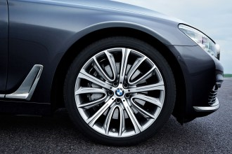 P90178490_highRes_the-new-bmw-7-series