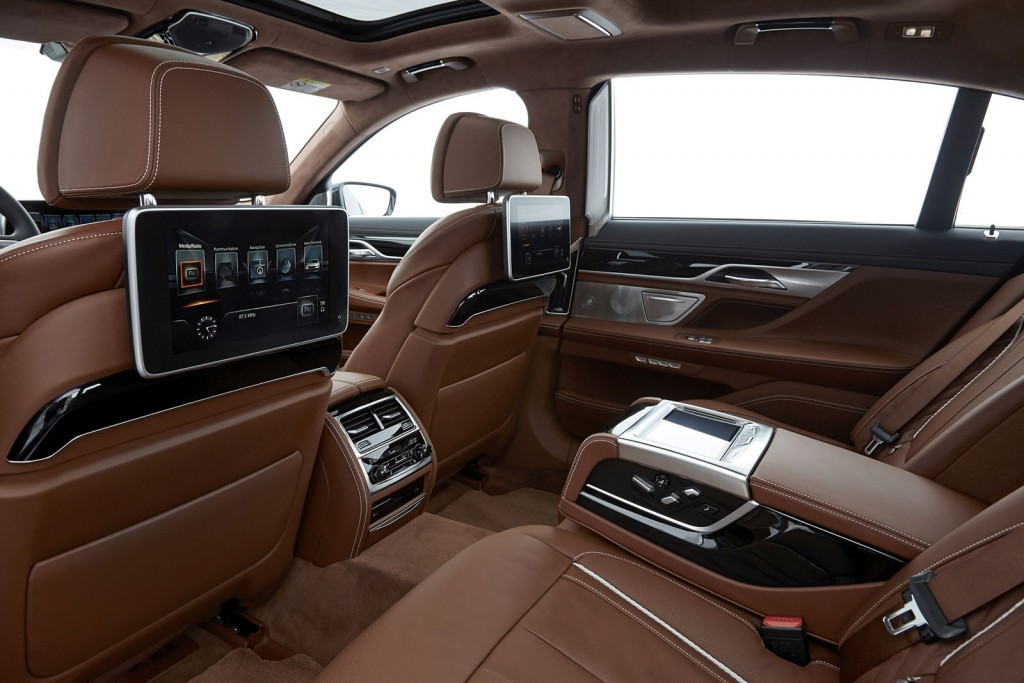 p90195576_highres_the-new-bmw-750li-in