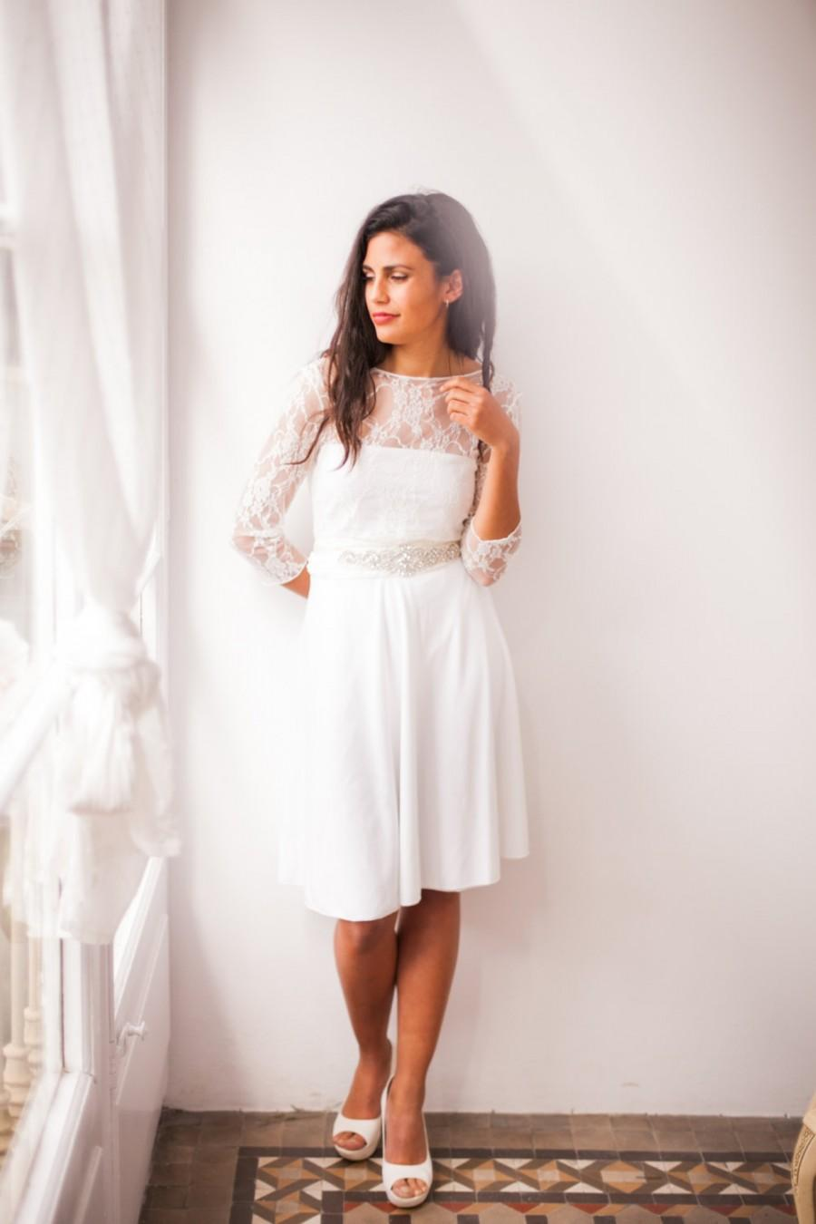 choosing a wedding reception dress wedding reception dress If you love your wedding gown and prefer not to take off the dress you painstakingly put on earlier you can certainly wear it throughout the night