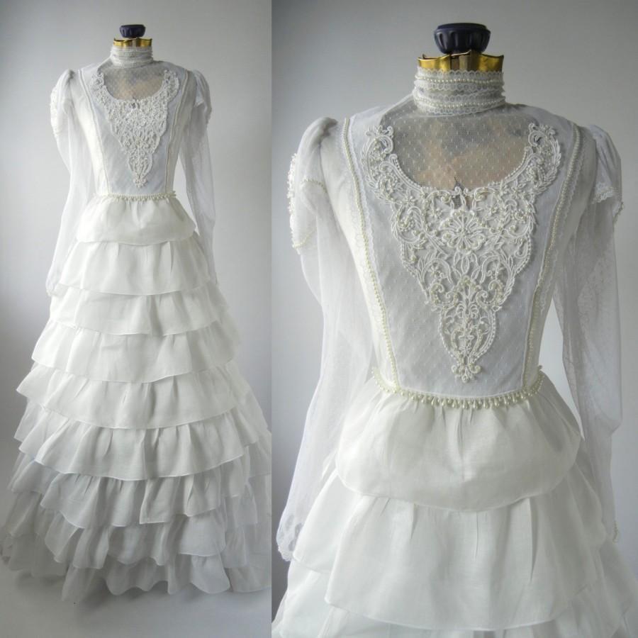 low back vintage battenburg lace retro wedding dress retro wedding dresses Image of Low Back Vintage Battenburg Lace Retro Wedding Dress