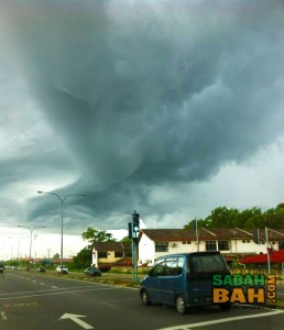 Arcus clouds preceding the storm that hit Kota Kinabalu, Sabah on Tuesday, 12 June 2012 (Thanks for the pic, Reena)
