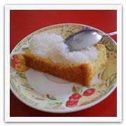 Plato con panetela y dulce de coco