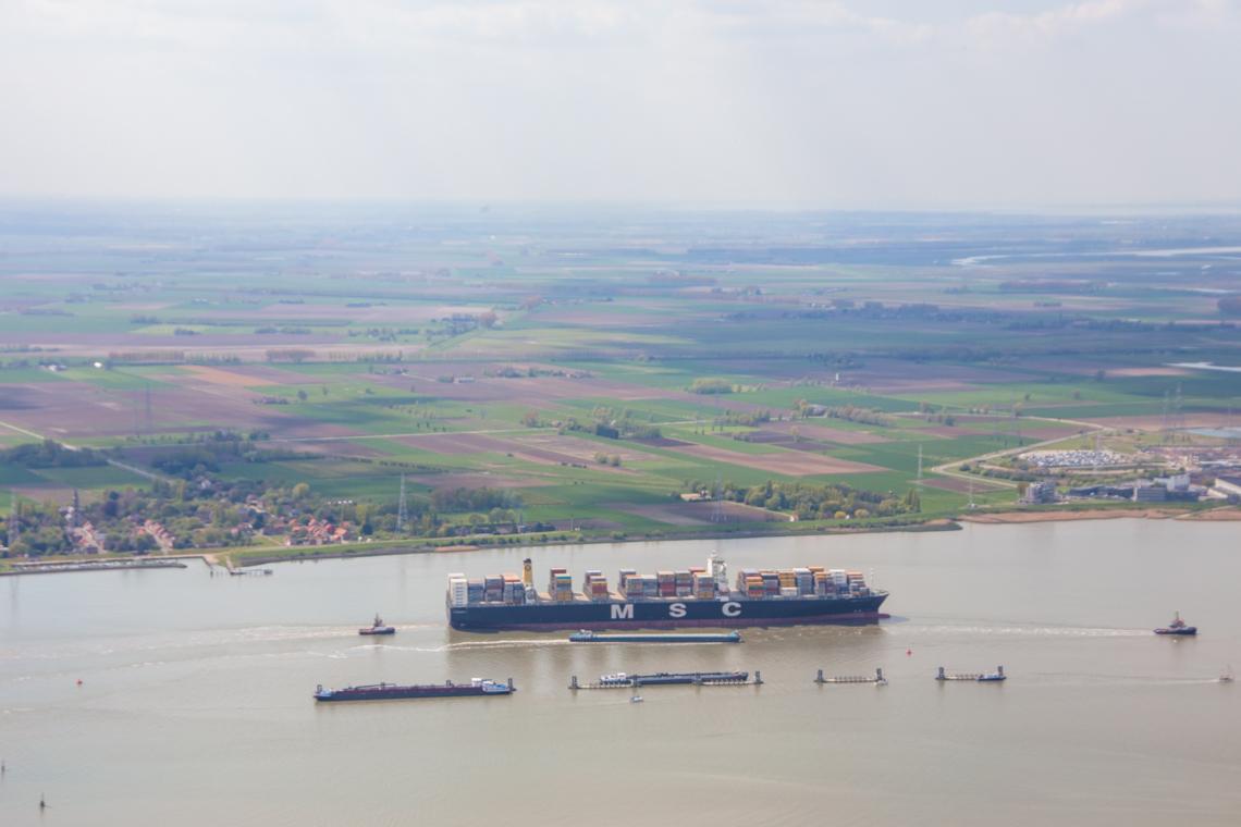 Port of Antwerp vanuit de lucht