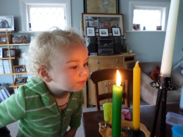 Advent candles with kids | Sacraparental.com