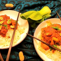 Crock pot Thai chicken with spicy peanut sauce