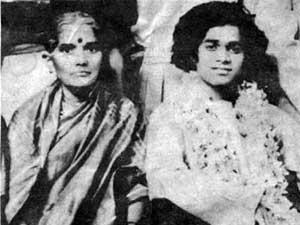 Photo of Sathya Sai Baba with Easwaramma