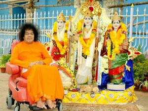 Photo of Sathya Sai Baba with statues of Rama