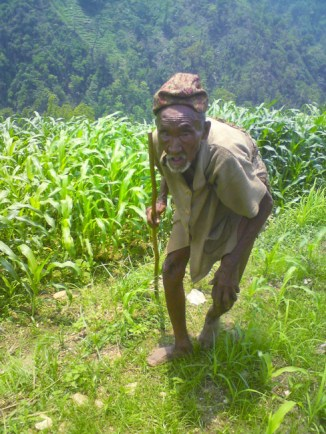 Z4 Nepal - Elderly Tribesman