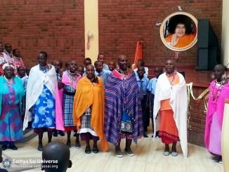 Kenya - Elederly ladies being served, Kisaju