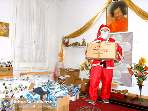 Volunteer dressed as Santa Claus in Rosario, Argentina