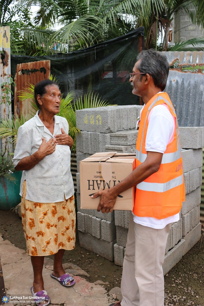 Mauritius Relief Grateful recipient of food and supplies